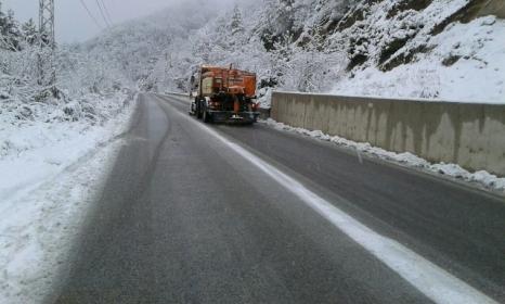 Пътищата се почистват и са проходими при зимни условия. Снимка:АПИ